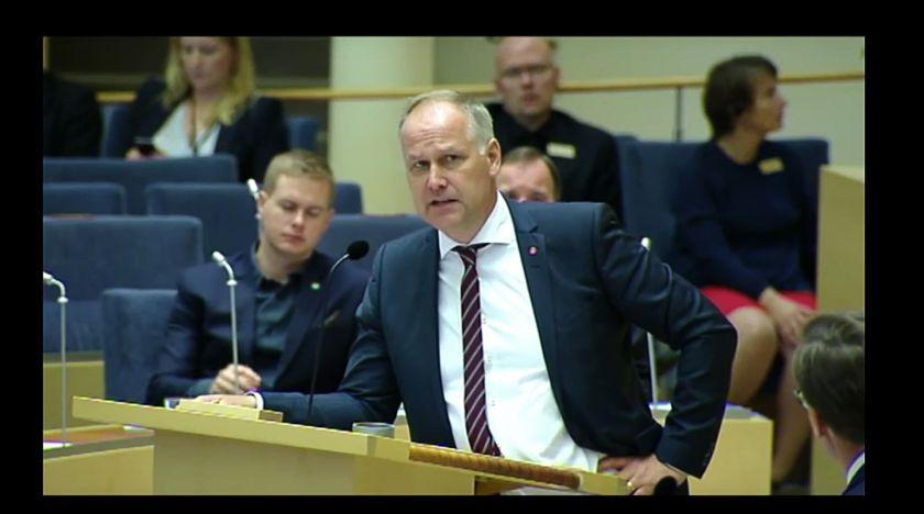 Kristersson kräver svar av Sjöstedt