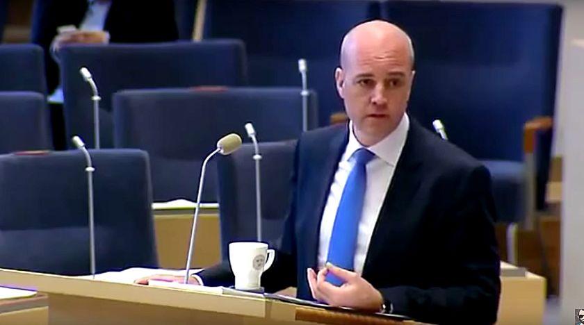 Fredrik Reinfeldt äger Jimmie Åkesson